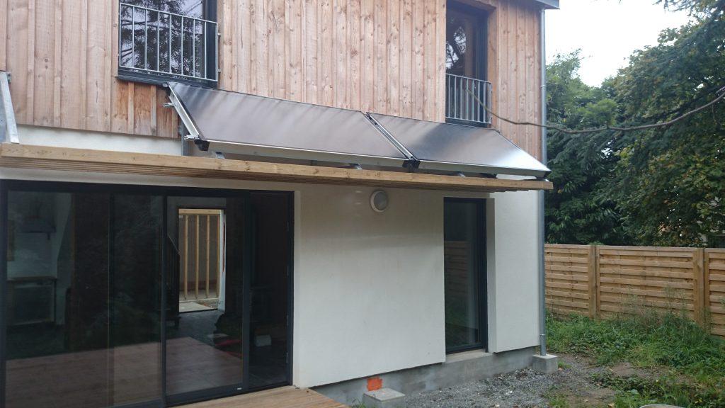 Panneaux solaires installés sur le toit d'une maison en partie basse par AG2P